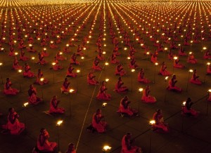 100 000 monks in prayer for better world