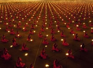 100 000 monks in prayer for better world